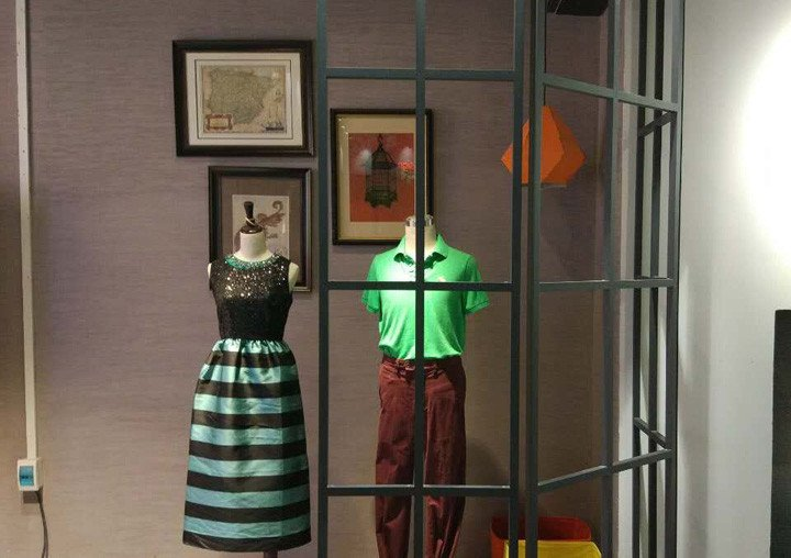 clothing shop window simulation 2